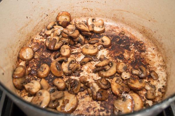 saute-mushrooms-in-pan-drippings